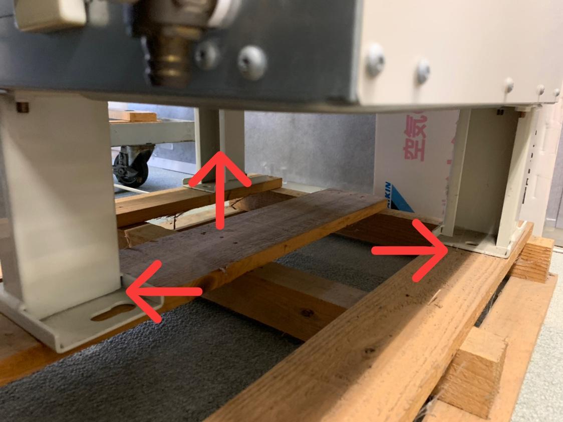 ダイキンエコキュートの3本脚部分写真